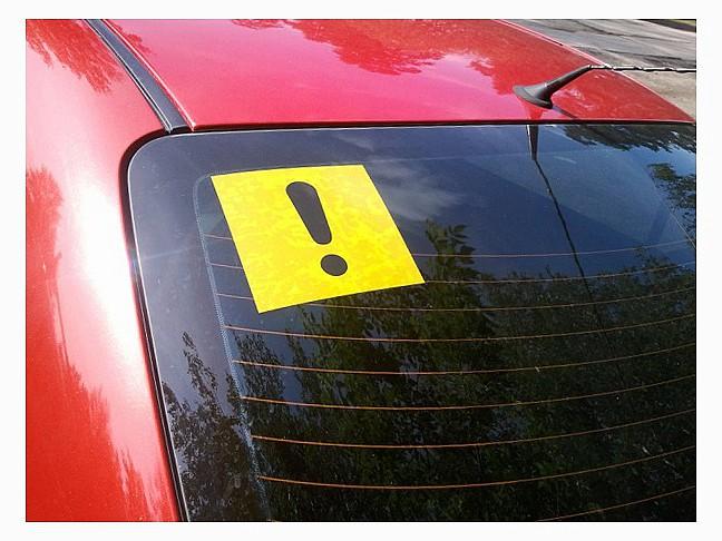 ограничить в скорости неопытных водителей